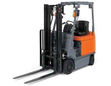 Elektrische heftrucks zijn ideaal om zowel binnen als buiten het magazijn te gebruiken.