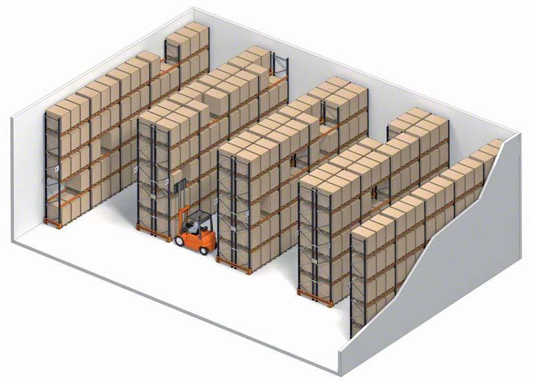 Conventioneel opslagsysteem met directe toegang tot de pallets.