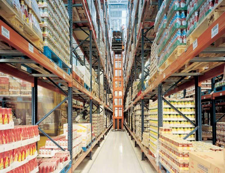 Magazijn voor orderpicking vanaf pallets op hogere niveaus