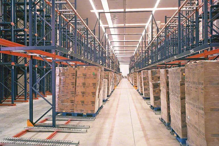 Magazijn voor bedrijven in de transport- en distributiesector