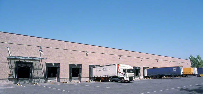 Laad- en losperrons met directe toegang tot het magazijn