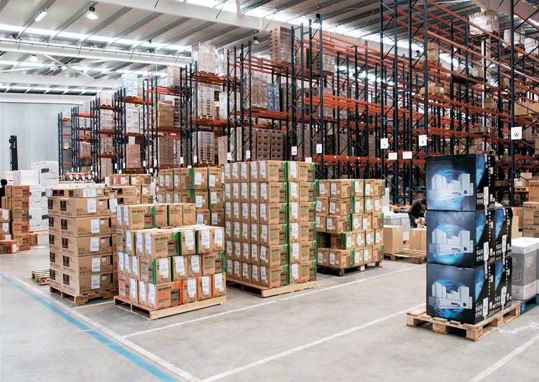Magazijn voor een bedrijf dat gespecialiseerd is in spoedtransport en distributie