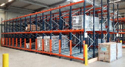Oppermann reorganiseert zijn magazijn met pushback stellingen met rollenbanen