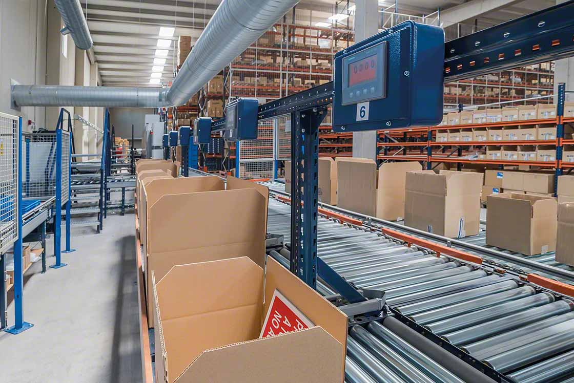 Het gebruik van standaardverpakkingen is van essentieel belang om de bestellingen in e-commerce magazijnen sneller te kunnen afhandelen