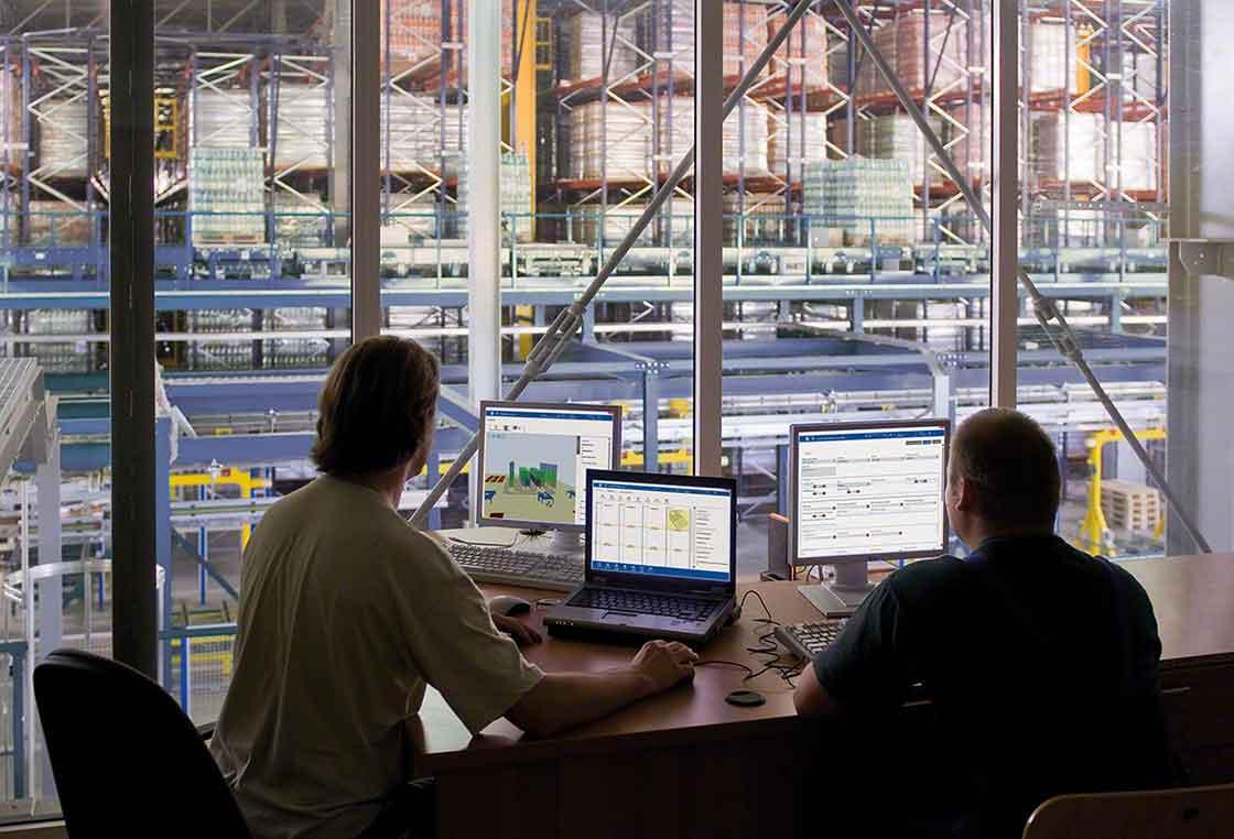 Een professioneel team is verantwoordelijk voor de implementatie van het warehouse management syteem (WMS)